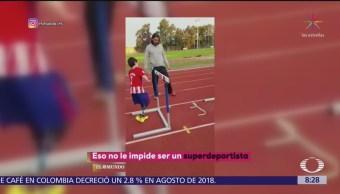 Niño con discapacidad se convierte en superdeportista