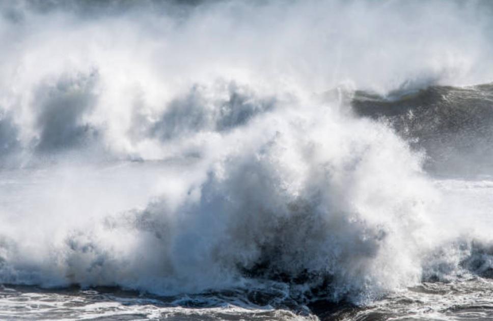 039;Destructor&#039 huracán Florence produce olas de 83 pies de altura
