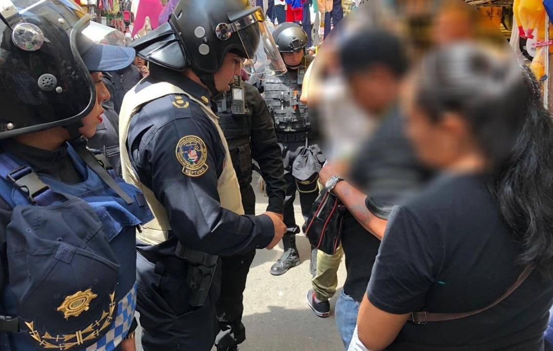 Nueve detenidos deja enfrentamiento entre comerciantes y policías en Tepito