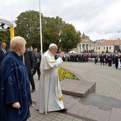 Papa Francisco en Lituania advierte de las voces que dividen al mundo
