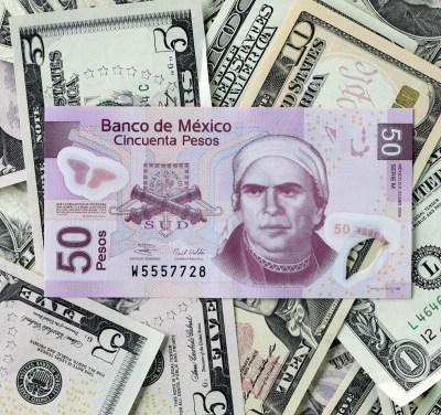 Peso mexicano se deprecia, dólar cotiza a 19.40