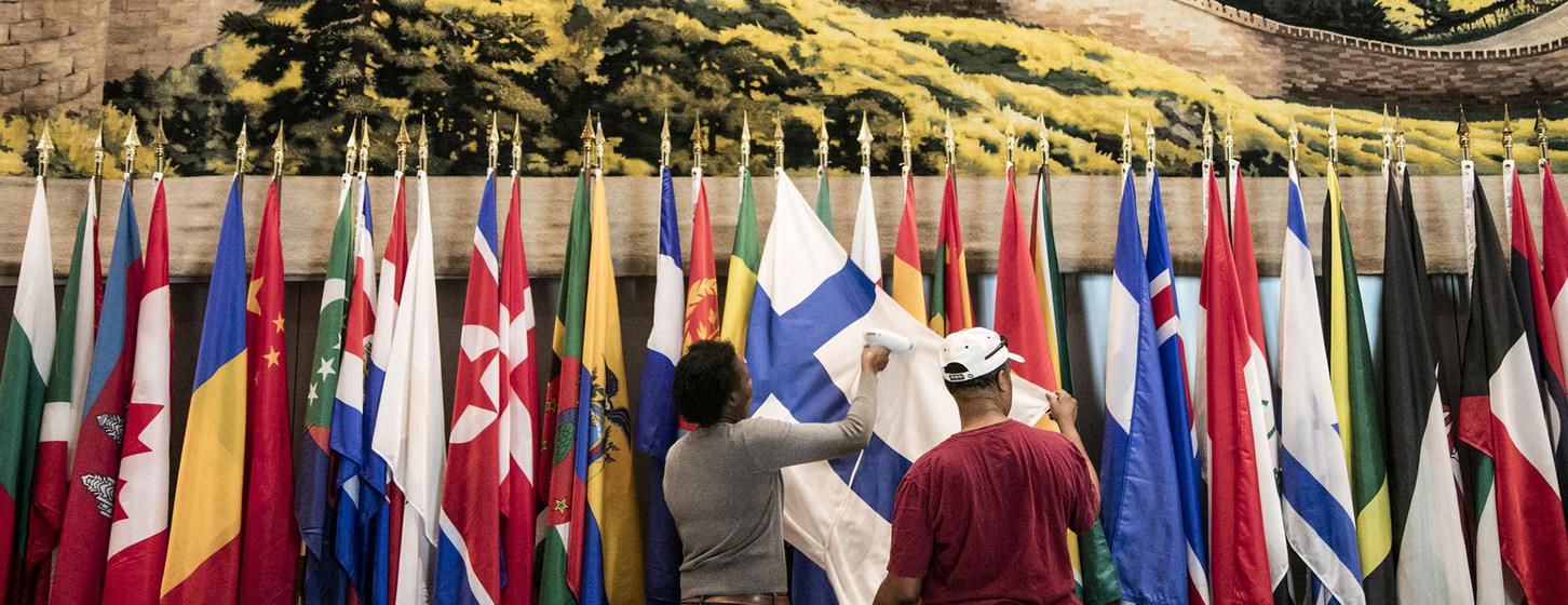 Planchan banderas de naciones que acuden a Asamblea General de la ONU