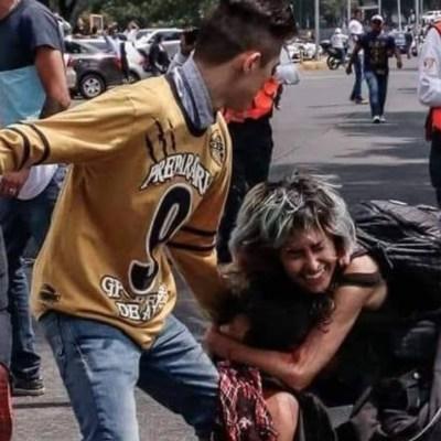 Porros de la UNAM, captados en el momento de la agresión