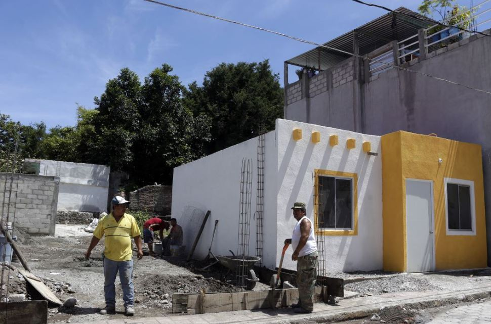 Reportan avances en reconstrucción de escuelas y viviendas