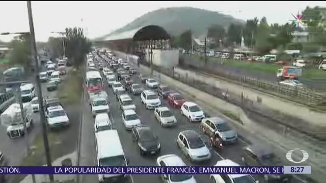 Reportan caos vial en calzada Ignacio Zaragoza, CDMX