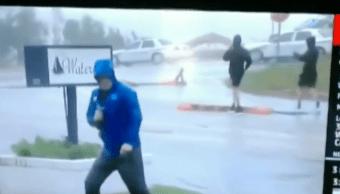Reportero Pelea Contra Huracán, Reportero Hace Ridiculo Huracán Florence, Reportero Huracán Florence, Florence, Carolina Del Norte, Reportero