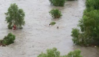 Rescate niños en río Santa Catarina se complicó por basura
