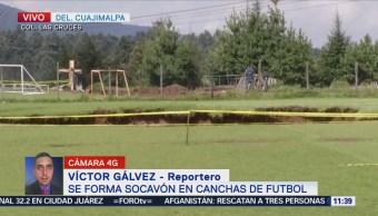 Se forma socavón en canchas de futbol en Cuajimalpa