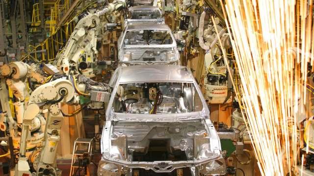 Canadá pide a Estados Unidos abandonar aranceles a autos