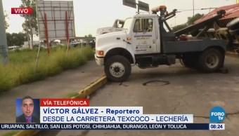 Tráiler se vuelca en carretera Texcoco-Lechería