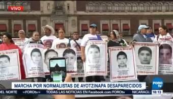 Vanguardia Marcha Normalistas Arriba Zócalo CDMX