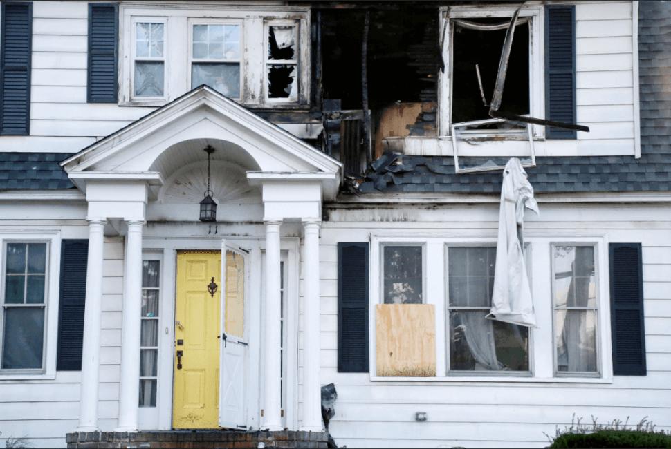 Vivienda afectada por explosiones de gas en Massachusetts. (AP)