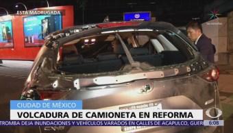 Vuelca camioneta en Paseo de la Reforma, CDMX