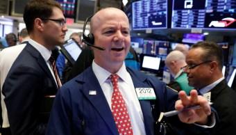 Wall Street baja tras fuerte datos de empleo en EU
