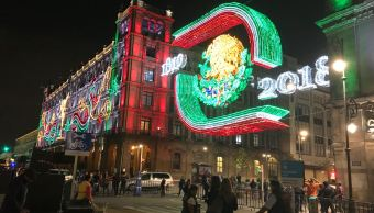 Fiestas patrias: Encienden alumbrado en Zócalo de CDMX