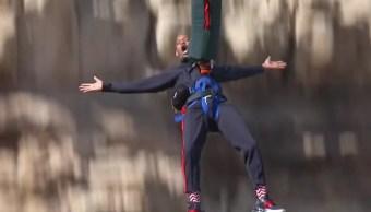 Will Smith celebra 50 años con saltando bungee helicóptero