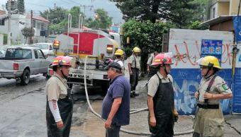 Bomberos rescatan a dos hombres en Zapopan, Jalisco