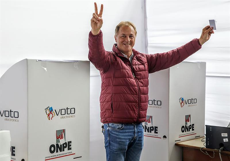 Moderación se impone al populismo en elecciones municipales en Perú