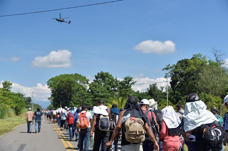 Migrantes de El Salvador y Guatemala se unen a caravana