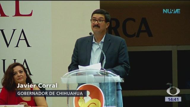 Abuchean al gobernador de Chihuahua