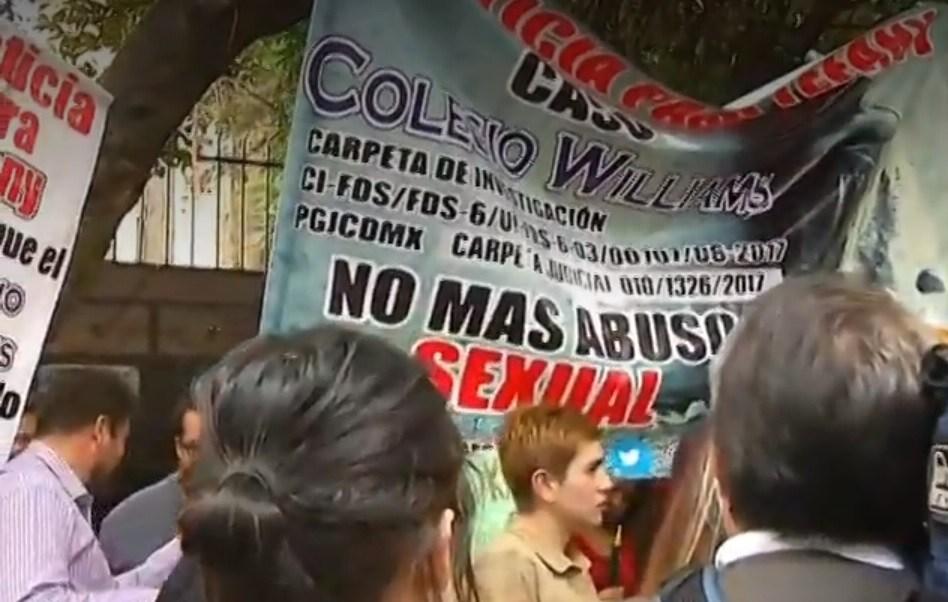 Padres de menores abusados sexualmente en colegios exigen justicia a AMLO