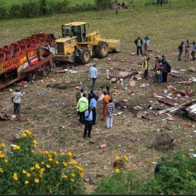 Autobús se sale de carretera en Kenia; hay al menos 50 muertos