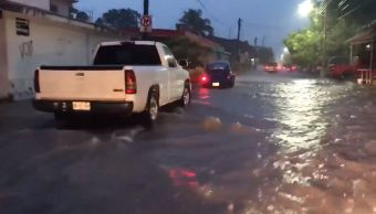 Huracán 'Sergio' provoca lluvias en Villa de Álvarez