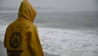 Clima Jalisco; desalojan hoteles Puerto Vallarta por Willa