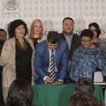 Amieva firma reasignación de recursos para reconstrucción