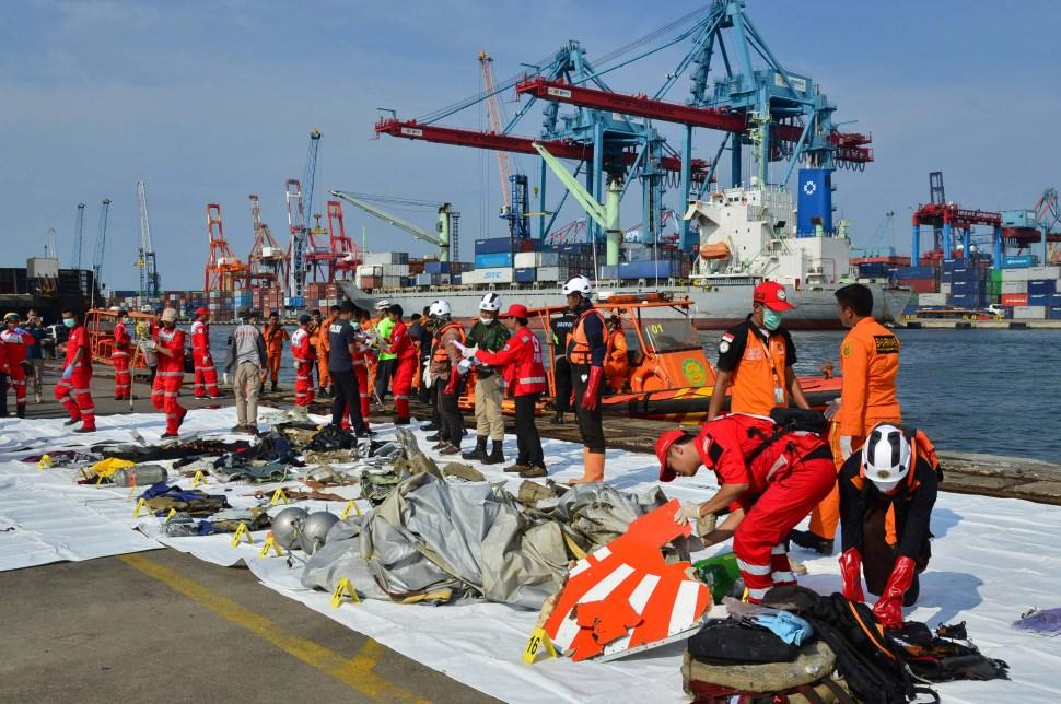 Indonesia: Encuentran restos y escombros de avión Lion Air
