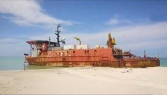 Barcos abandonados de Oceanografía amenazan área natural de Laguna de Términos