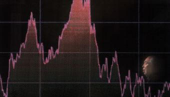 Bolsa de Tokio reduce alza ante caída de bolsas de China