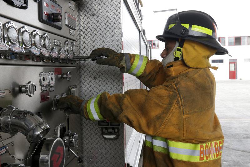 contraloria cdmx investiga venta plazas cuerpo de bomberos