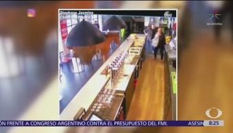 Caballo escapa de establo y entra a un bar en Francia