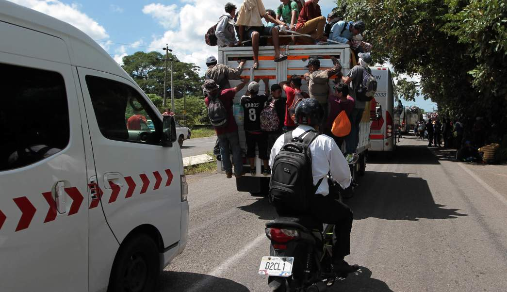 Muere migrante al caer de vehículo Huehuetán, Chiapas