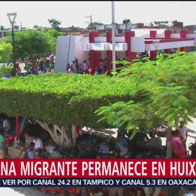 Caravana migrante descansa en Huixtla, Chiapas