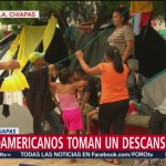 Caravana migrante toma descanso en Huixtla, Chiapas