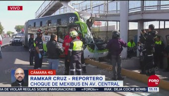 Choca Mexibus en avenida Central