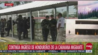Continúa ingreso de hondureños de la caravana migrante