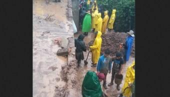Clima Oaxaca; rescatan cuerpos de víctimas de derrumbe