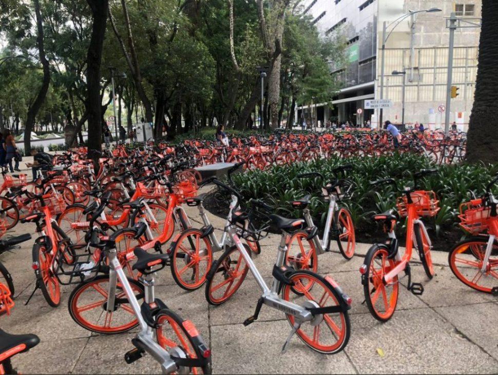 Desorden en acomodo de bicicletas Mobike