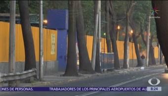 Encapuchados queman basura frente al CCH Azcapotzalco