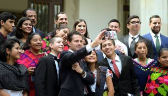 EPN entrega Premio Nacional de la Juventud 2018