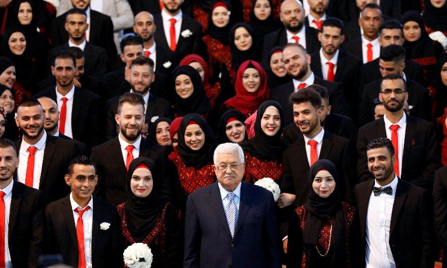 Abbas patrocina boda masiva en la Franja de Gaza