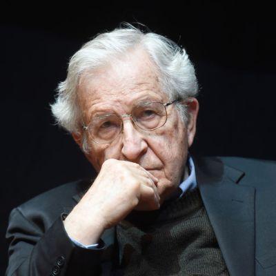 Chomsky denuncia 'aislamiento' de Lula y 'golpe de Estado blando' en Brasil