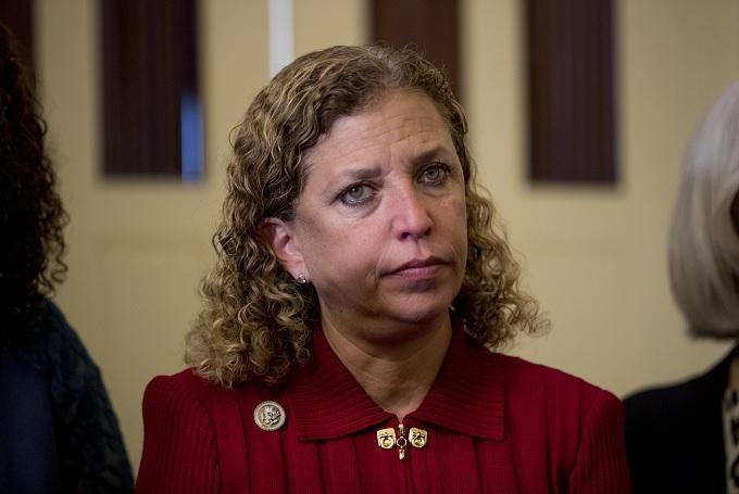FBI: Legisladora aparece como remitente en explosivos