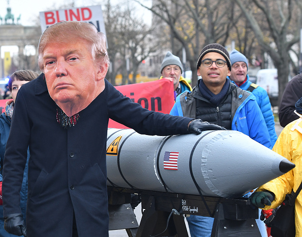 Trump amenaza con fortalecer arsenal nuclear tras abandonar pacto con Rusia
