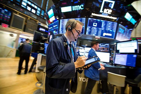 Fuerte baja en Wall Street, el Dow Jones pierde 300