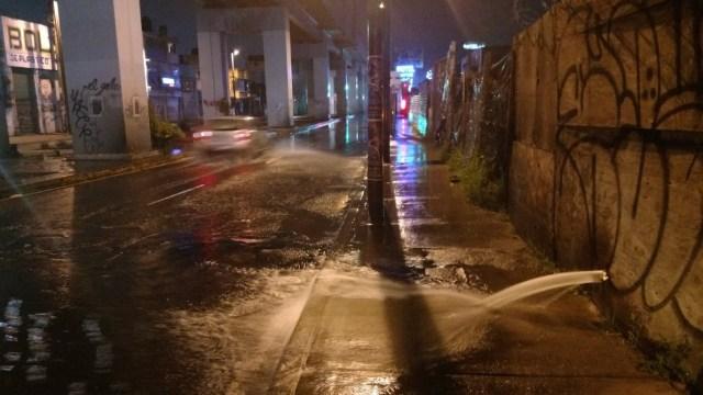 Fuga de agua en Tláhuac desperdicia líquido para llenar pipas