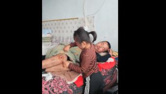 Niña Padre Parapléjico Jia Tian Haicheng